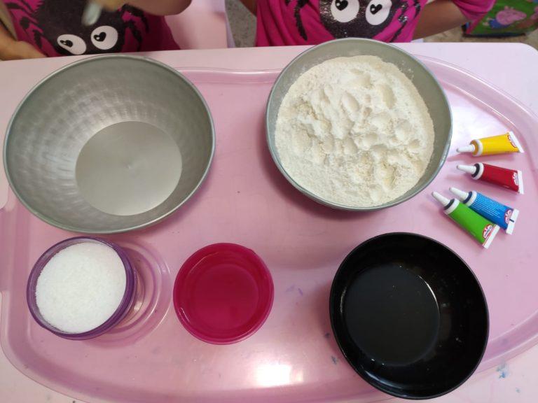 Cómo hacer plastilina casera con toda la familia